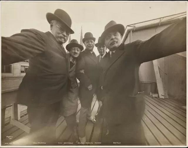 Dünyanın ilk Selfiesi